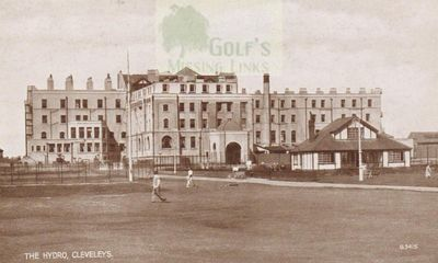 Cleveleys Hydro Golf Club, Blackpool. Players on the course.