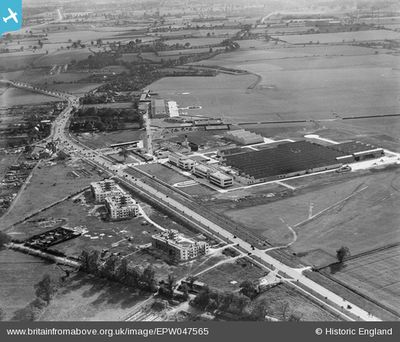 London Flying club, De Havilland Course, Hatfield. The aerodrome on Britain From Above 1935.
